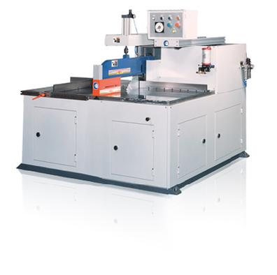 Horizontal aluminum sawing of large extrusion and maximum productivity.